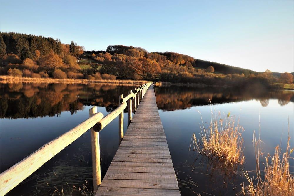 منظر للبحيرة