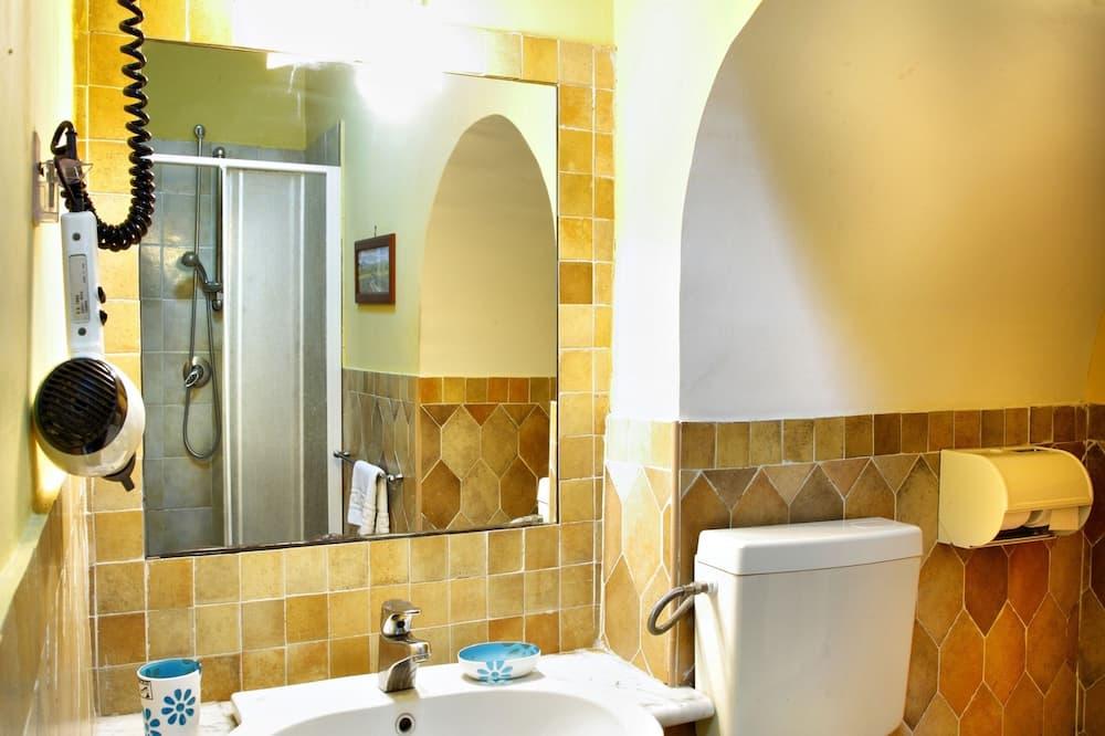 Ekonominės klasės dvivietis kambarys - Vonios kambarys