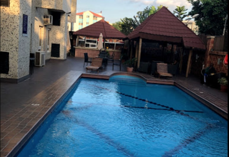 Bolton White Apartments, Abuya, Alberca al aire libre