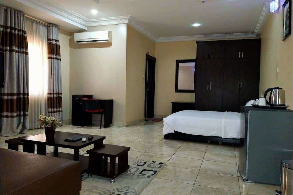 Royal Executive Suite - Living Room