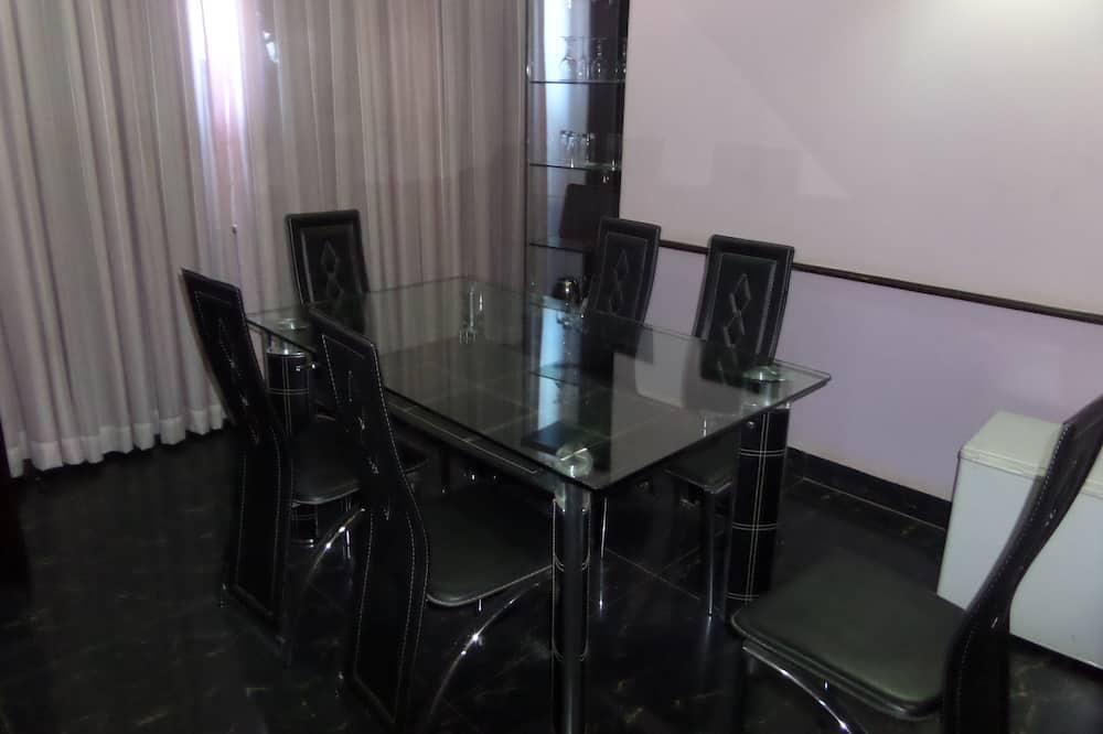 חדר נשיאותי, מיטת קינג - אזור אוכל בחדר