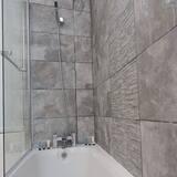 Dzīvokļnumurs, privāta vannasistaba (2 Bedroom Occupancy 7) - Vannasistaba