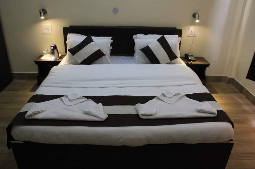 Deluxe Double Room, 1 Bedroom - Living Area