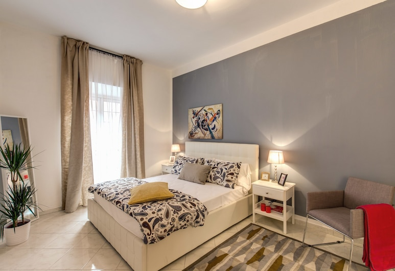AwesHome - Trastevere Yellow Frame, Rome, Deluxe Apartment, 2 Bedrooms, Room