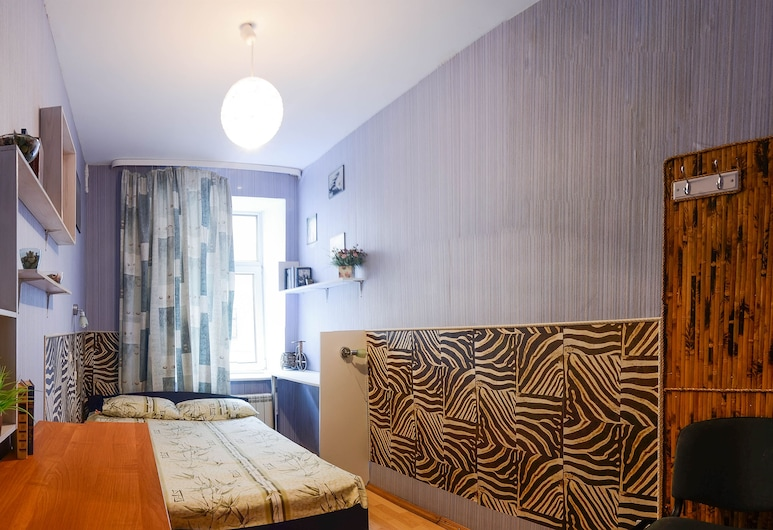 Mini-hotel Old Flat on Nevsky, סנט פטרסבורג, חדר סטנדרט לארבעה, חדר שינה אחד, חדר רחצה פרטי, חדר אורחים
