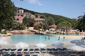Enter your dates to get the Grimaud hotel deal
