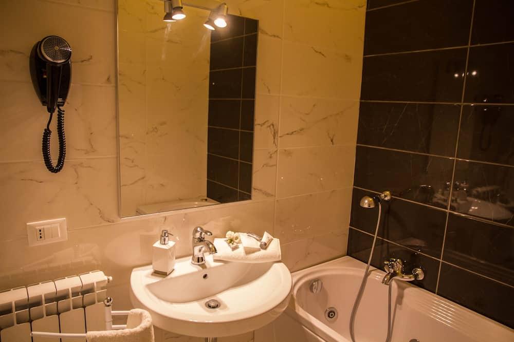 コンフォート ダブルルーム クイーンベッド 1 台 ジェットバス - バスルーム