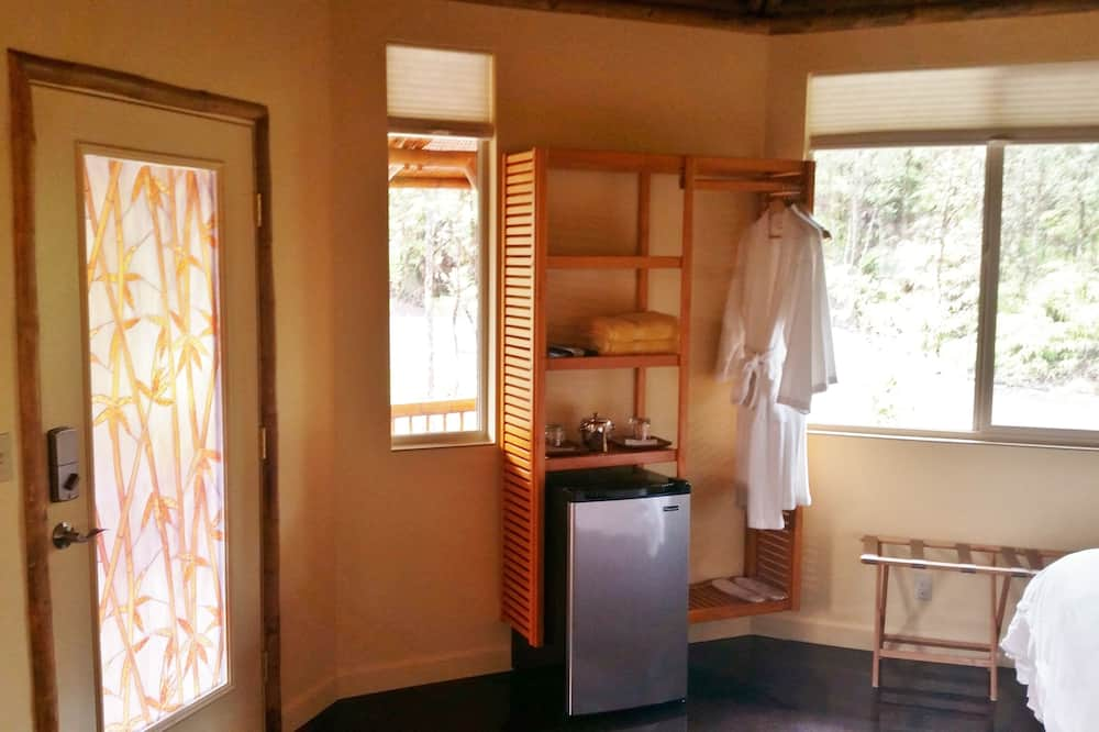 Bungalov typu Deluxe, 1 spálňa, súkromná kúpeľňa, s výhľadom do záhrady - Minichladnička