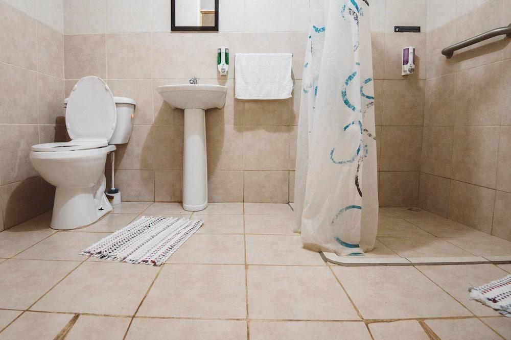 Phòng 4 cơ bản, 1 phòng ngủ, Phòng tắm dùng chung - Phòng tắm