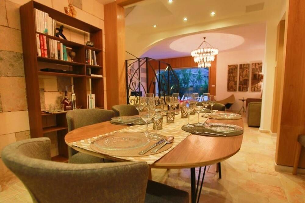 Deluxe Duplex, 4 Bedrooms, Hot Tub, Garden Area - In-Room Dining