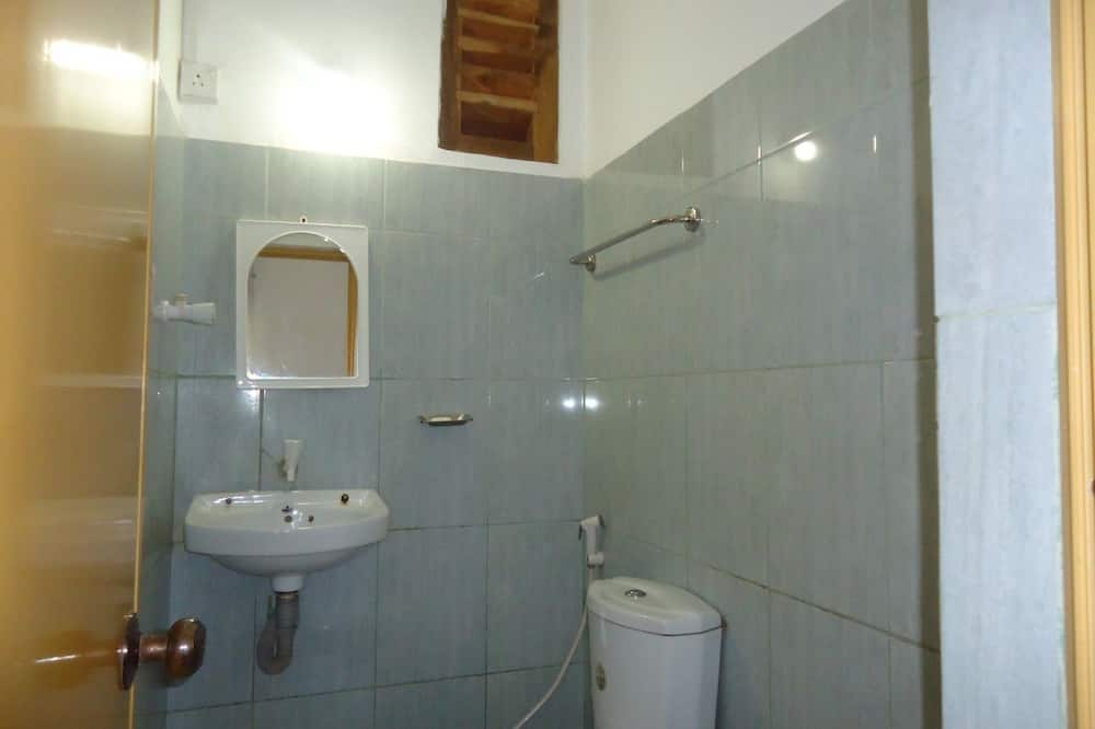 Kamar Triple Basic, 2 kamar tidur, pemandangan kebun - Kamar mandi