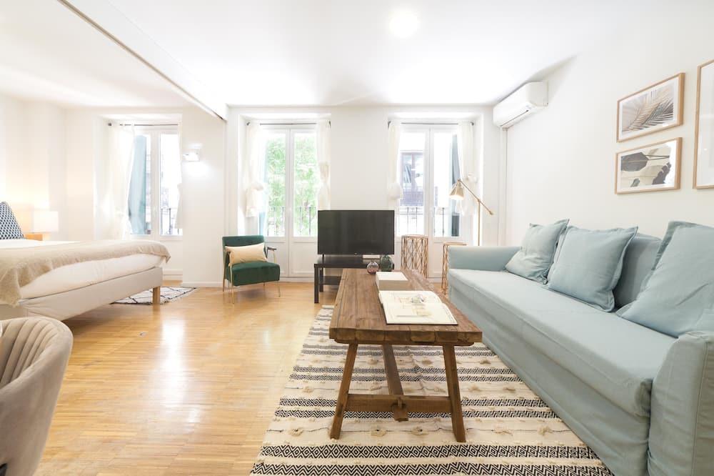 Bright & cosy studio in Puerta del Sol  by Allô Housing