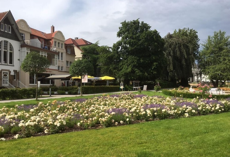 Hotel Rosengarten, Bad Salzuflen, Jardín