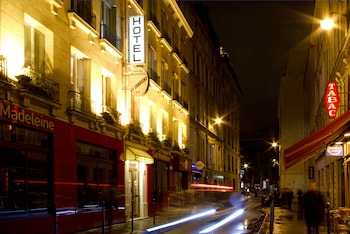 Enter your travel dates, check our Paris last minute prices