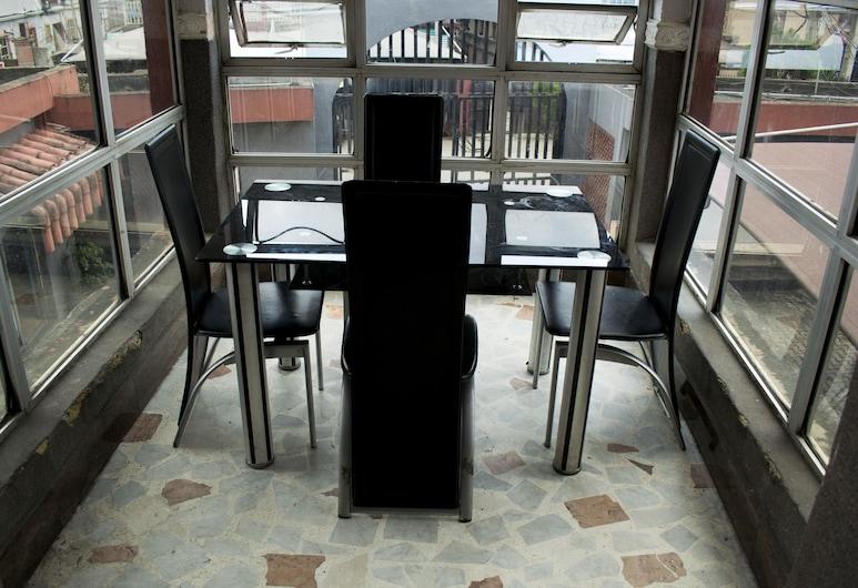 瓦索比亞廣場飯店, 拉各斯, 室外用餐