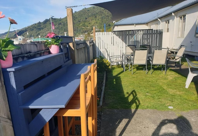 Piwaka Lodge and Backpackers, Picton, Terrace/Patio