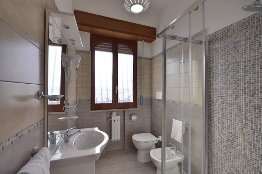 Апартаменты, 1 спальня, с выходом к морю ((Via Nazionale 83)) - Ванная комната