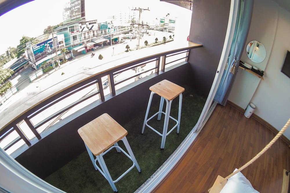 ห้องสแตนดาร์ดดับเบิล (Shared Bathroom with Balcony) - ระเบียง