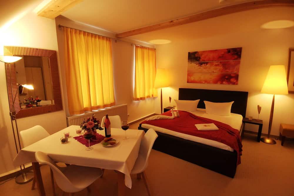 Deluxe-Apartment, 2Schlafzimmer, Bergseite - Wohnzimmer