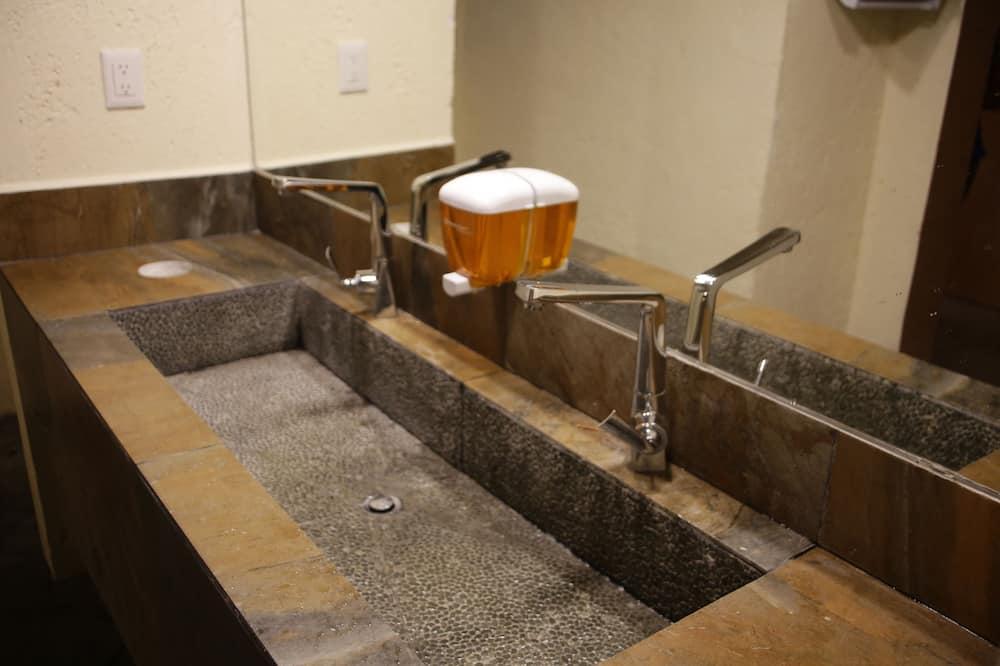 Basic Double Room, 1 Double Bed, Accessible, Shared Bathroom - Bathroom