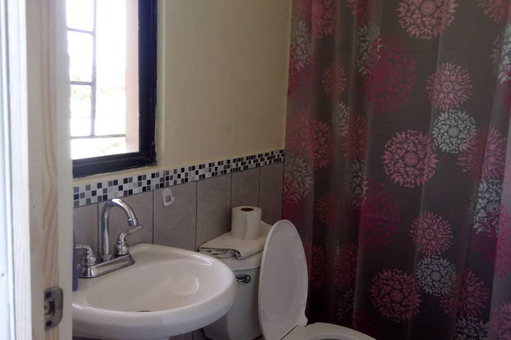 Business Double Room, 1 Bedroom, Private Bathroom - Bathroom