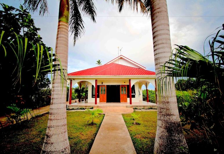 Tonga Holiday Villa, นูกูอาโลฟา, ด้านหน้าของโรงแรม