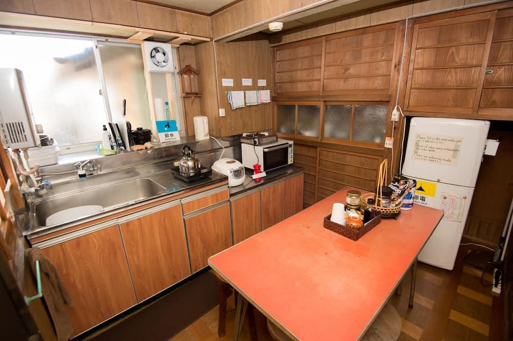 Tradičná štvorposteľová izba, nefajčiarska izba (Tatami, 1-4 People use, Main Building) - Spoločná kuchyňa