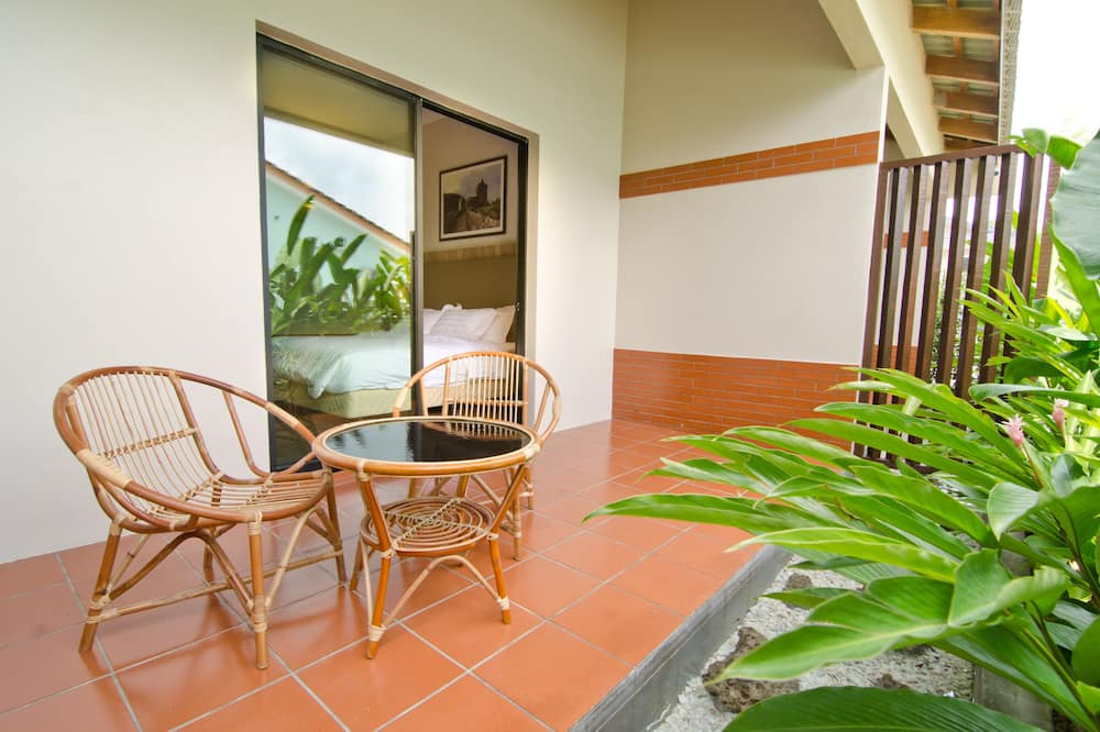 Superior King With Garden 2 - Living Area