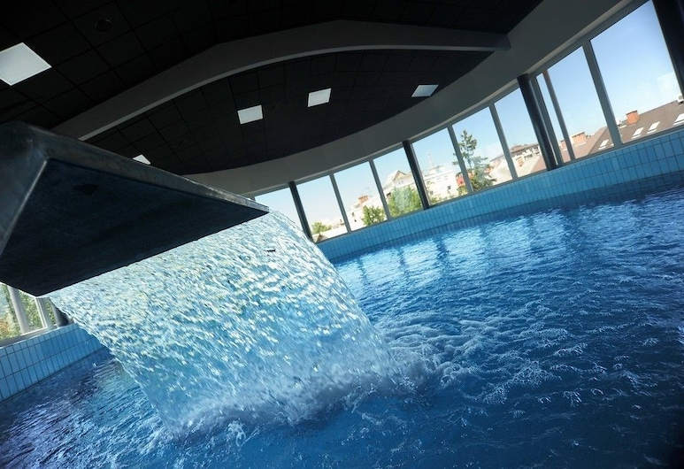 Hotel Diana, Murska Sobota, Cascada en la piscina
