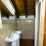 2 bed in Shared Dormitory for 4 people - Kylpyhuone
