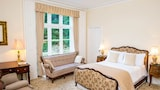 Choose This Business Hotel in Newport -  - Online Room Reservations