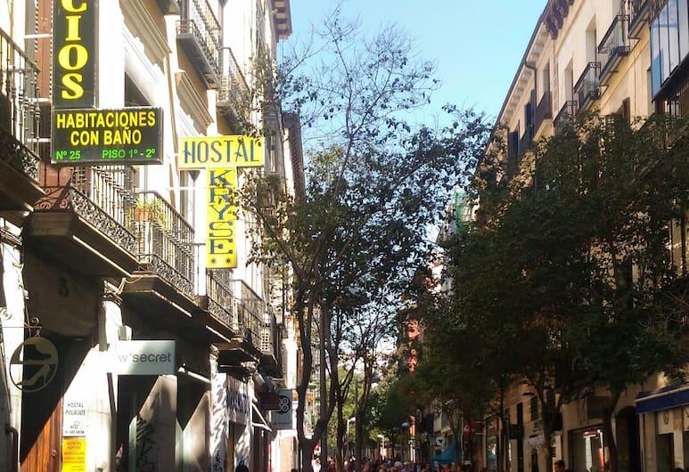Hostal Palacios Fuencarral, Madrid, Hotel Front
