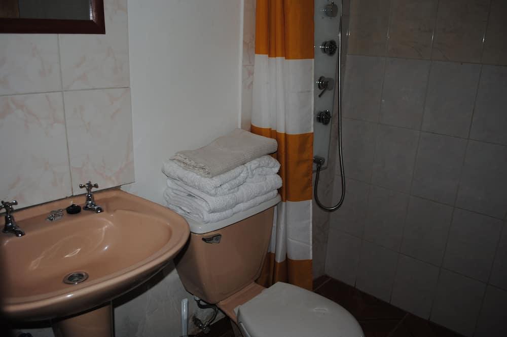 Standartinio tipo keturvietis kambarys, 1 miegamasis, atskiras vonios kambarys - Vonios kambarys
