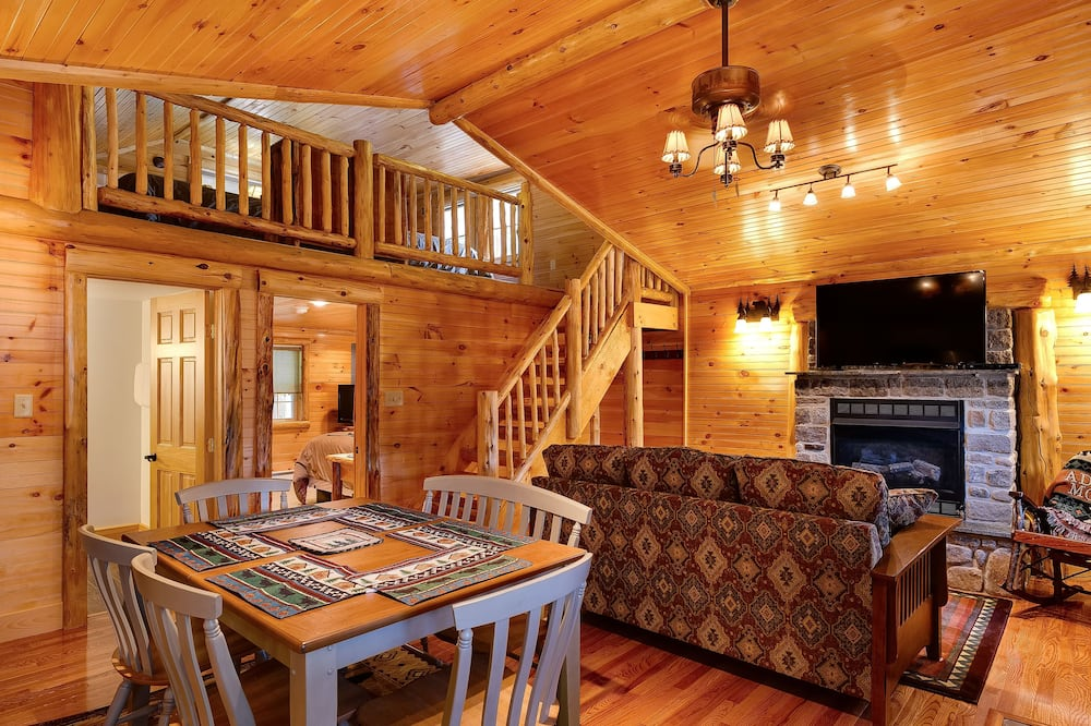 Cabin 18 - Living Area
