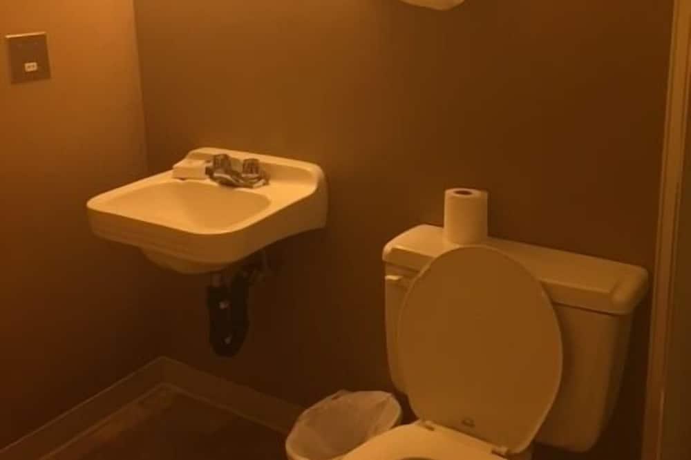 Kahden hengen huone, 2 parisänkyä - Kylpyhuone
