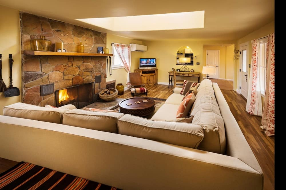 Deluxe Bungalow, 2 Bedrooms, Fireplace - Living Area