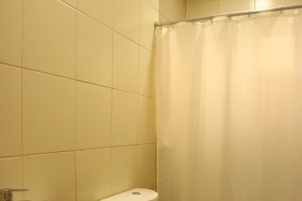 Zimmer, Mehrere Betten (Matrimonial) - Badezimmer