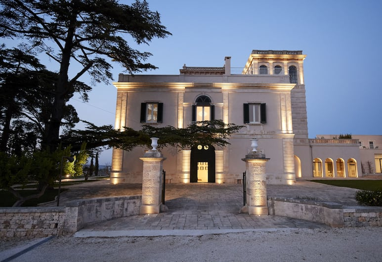 Mazzarelli Creative Resort, Polignano a Mare, Hotellets facade - aften/nat