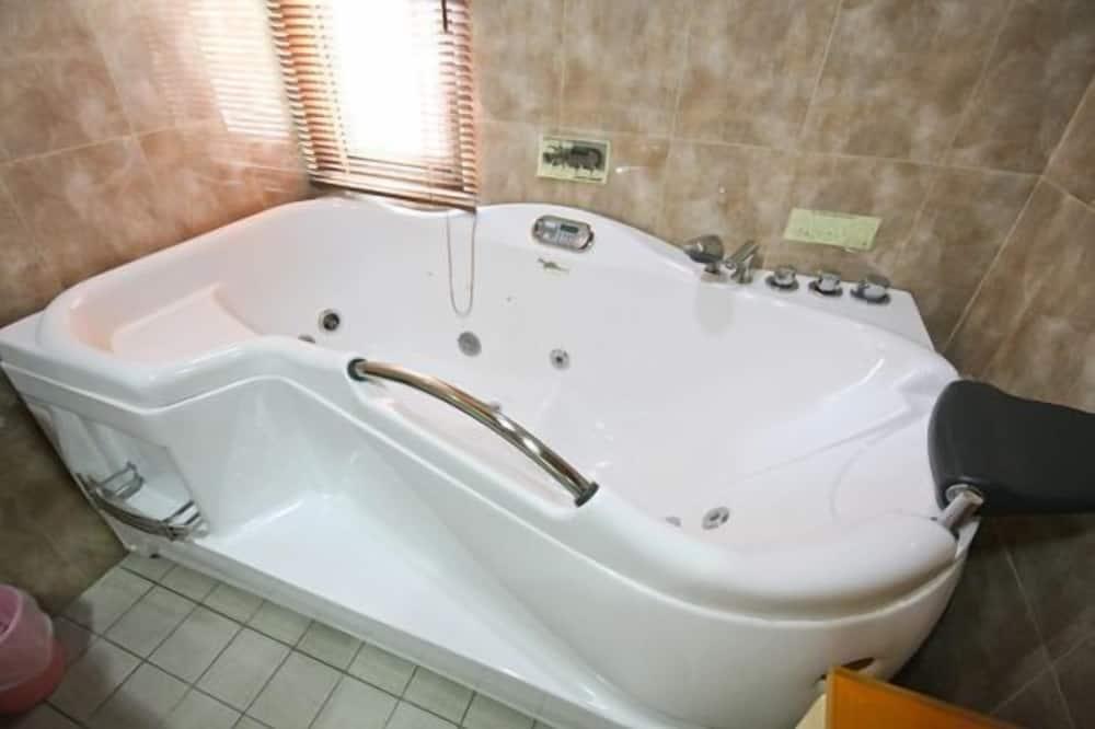 Family Quadruple Room - Jetted Tub
