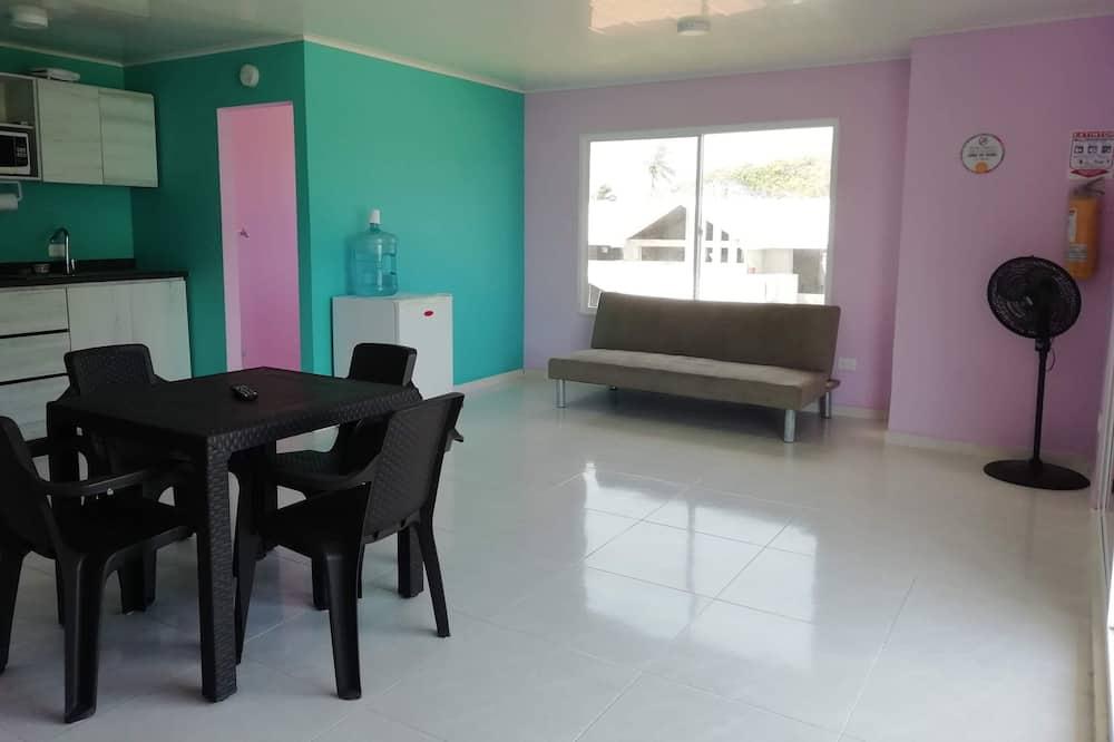 דירה קלאסית, 2 חדרי שינה, חדרים עם דלת מקשרת, נוף לים - סלון