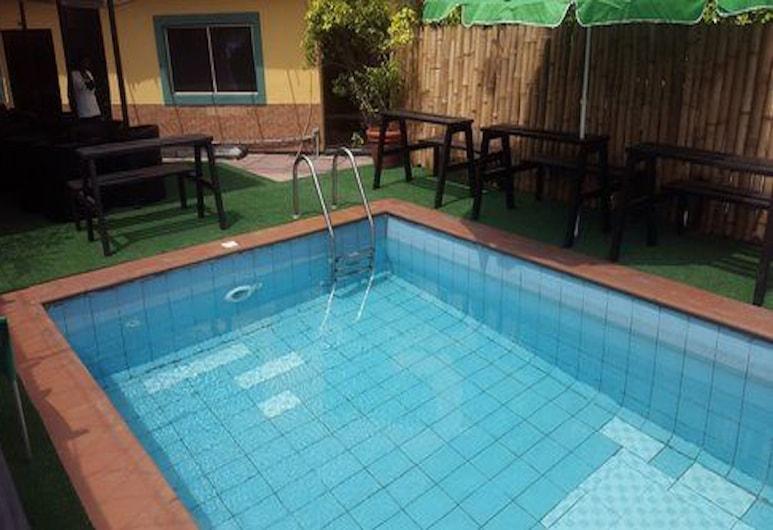 Peerage Retreat and Resort, Lagos, Pool