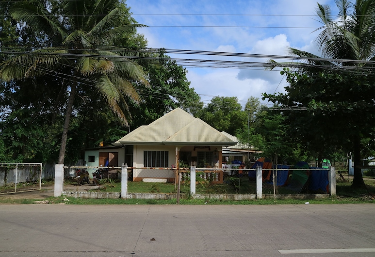 Bohemian Hostel, Panglao, Hotel Front
