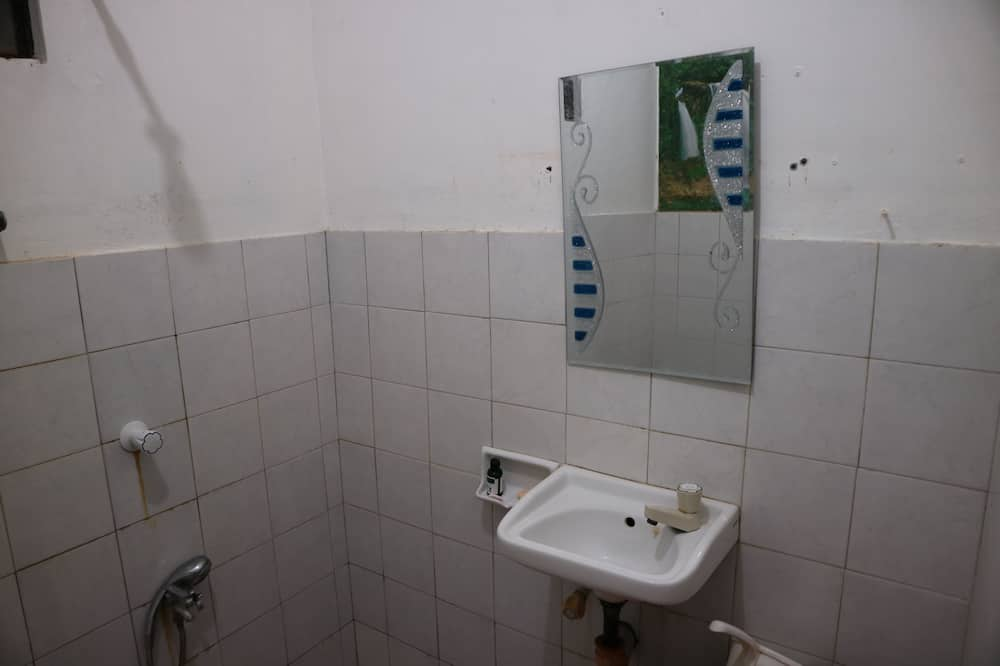 1 Bed in 4-Bedded Mixed Dormitory - Bathroom