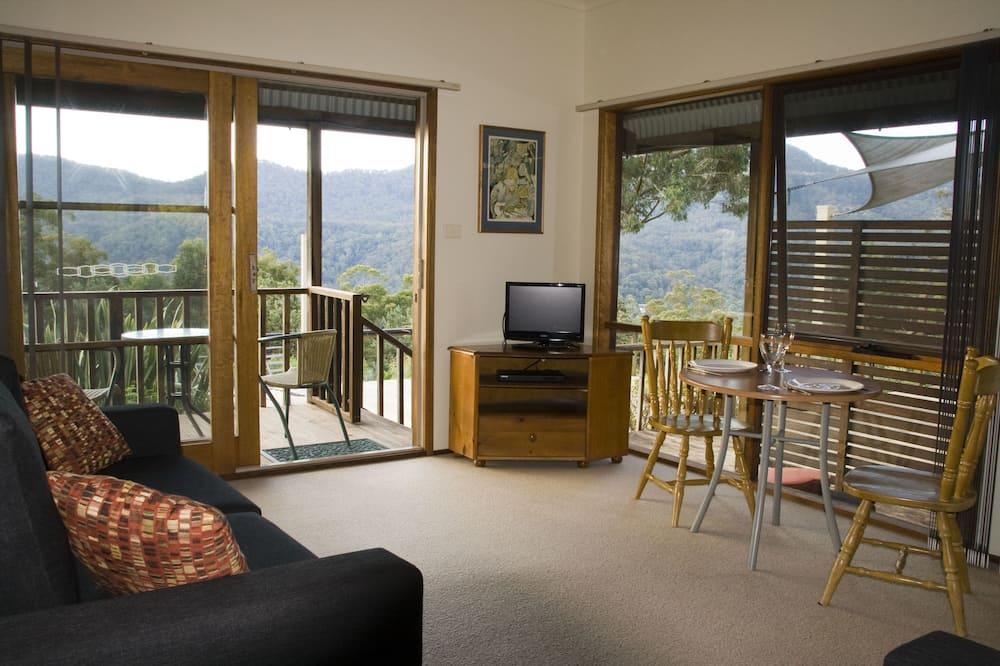 Banksia Spa Cottage - Living Area