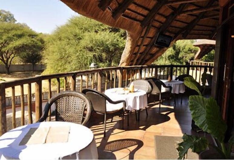 African Home, Gaborone, Stravovanie vonku