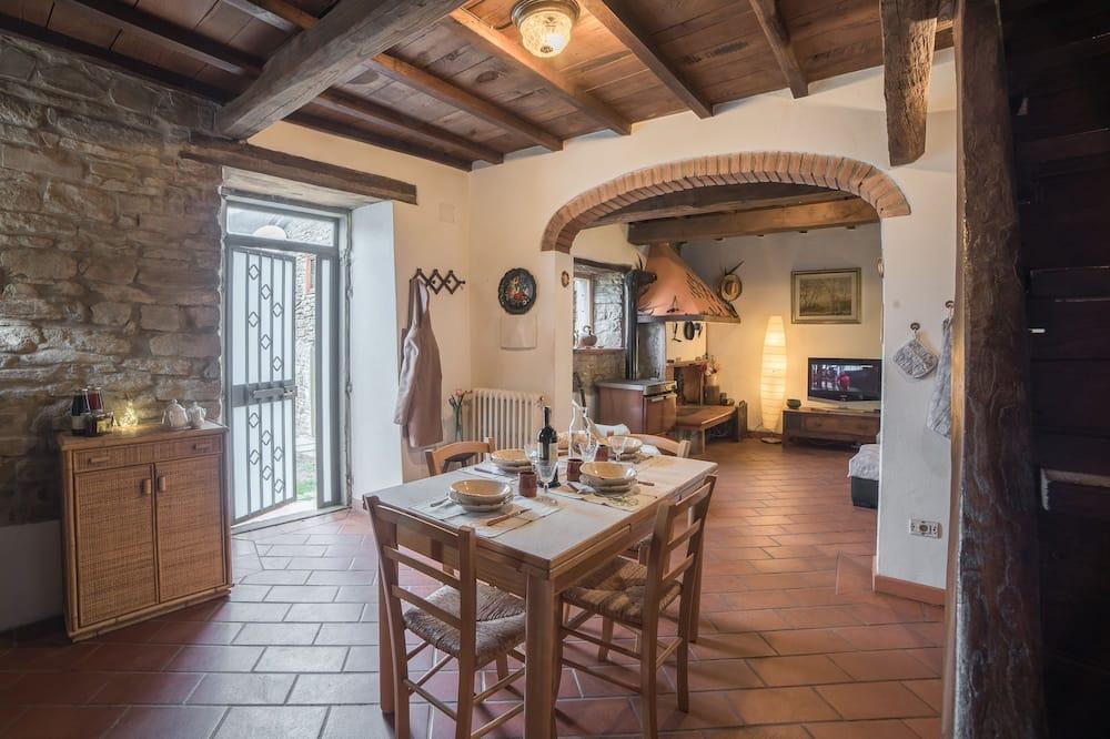 Cottage Exclusif, 2 chambres, coin cuisine, vue montagne - Restauration dans la chambre