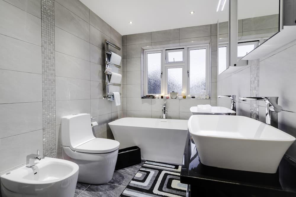 Premier egyágyas szoba, közös fürdőszoba, kilátással a kertre (Blue Room) - Fürdőszoba