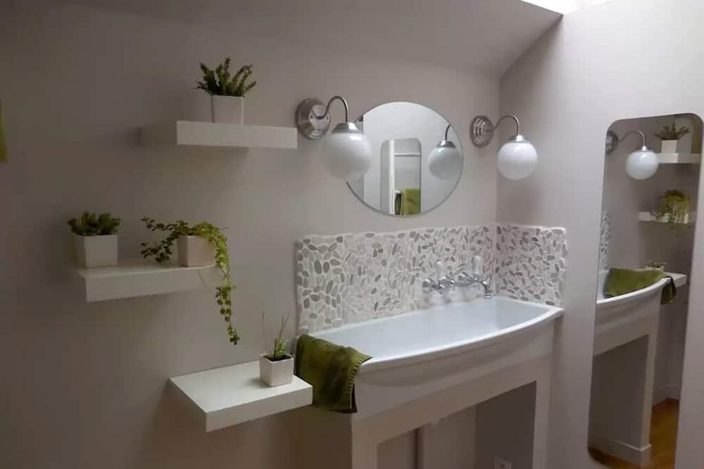 Stuga Comfort - eget badrum - utsikt mot trädgården (L'atelier du cottage) - Badrum