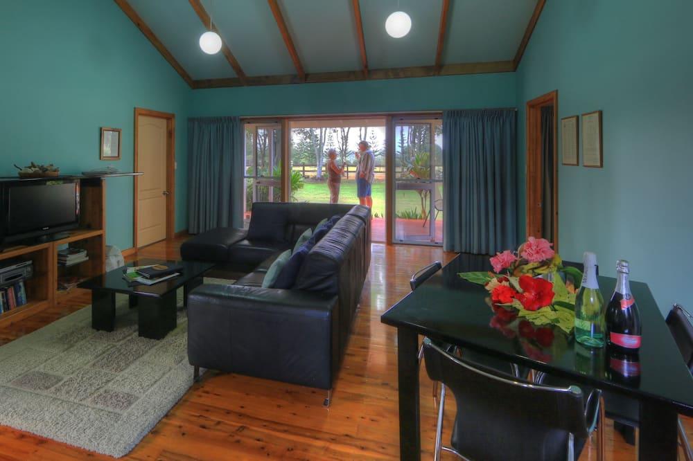 Superior 1 Bedroom Cottage - Living Area