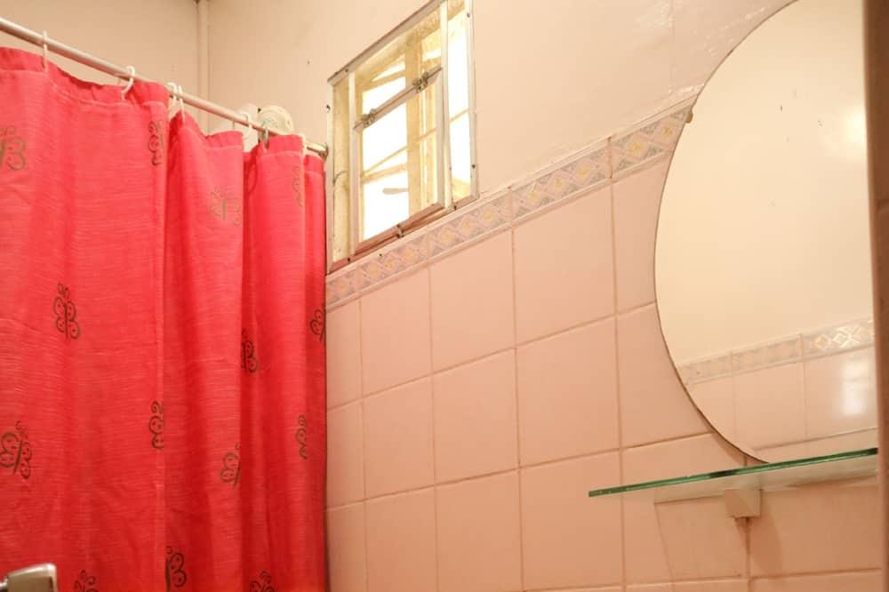 Deluxe Twin - Bathroom
